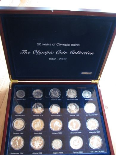 Olympic silver coin collection 1952-2002 ( Si 20 eriolympialaisten kolikkoa )